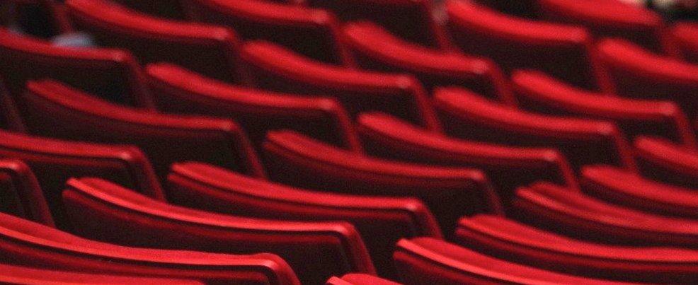 1573549746_theater-1477670_1920.jpg